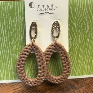 BEIGE AND GOLD WOVEN LOOK EARRINGS